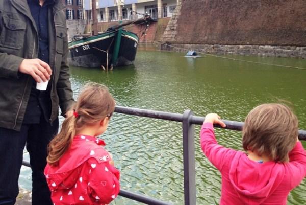 Spazieren in der Stadt an Rhein und Düssel