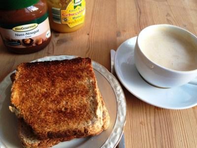 Nuss Nougat Aufstrich, Honig, Toast, Kaffee