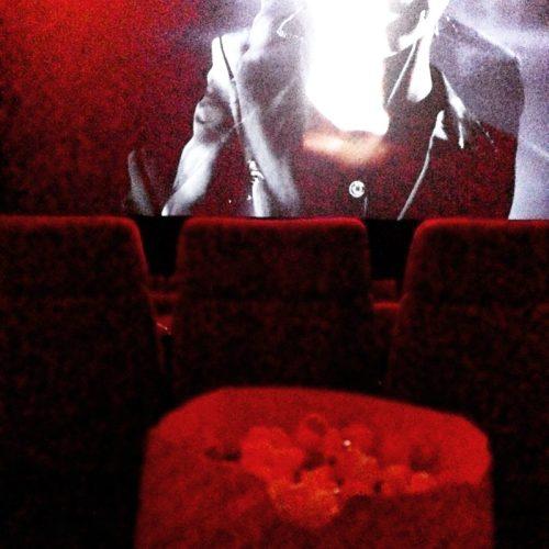 Kino abends - mit Popcorn