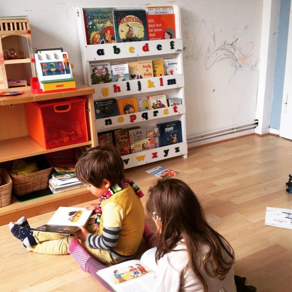 neues Bücherregal verleitet zum Lesen
