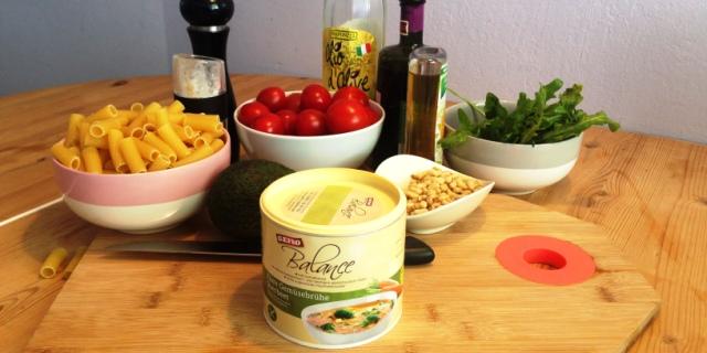 Schnelle Küche: Pasta mit Cherrytomaten, Avocado, Rucola, Pinienkernen und Gefro Balance ...