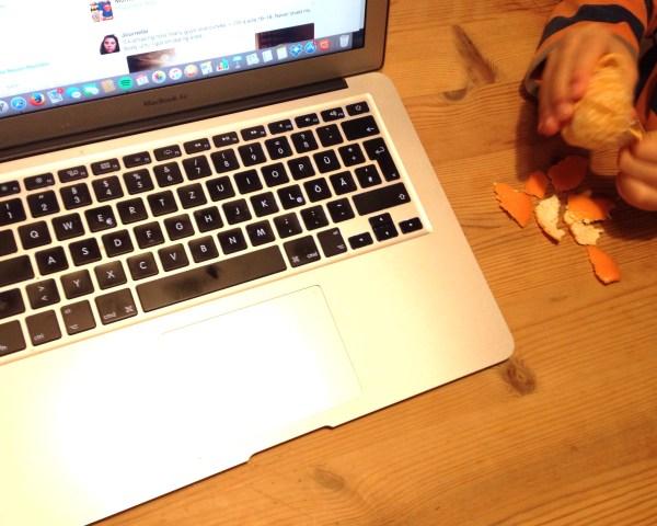 Mandarine an Laptop