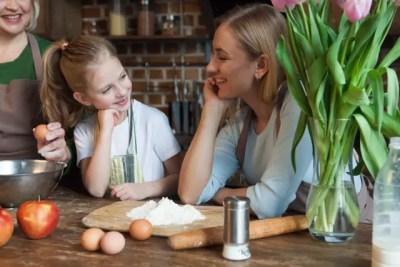 ママと子どもが楽しく話している写真