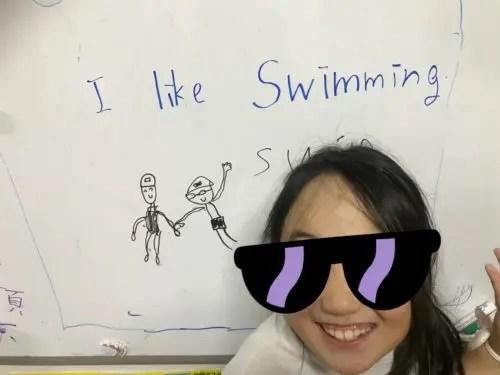 英語を楽しんでいる娘