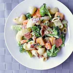 Bacon Ranch Pasta Salad. Bacon? Cheese? Crisp veggies and yummy pasta? Drenched in bacon ranch? Yes Please!