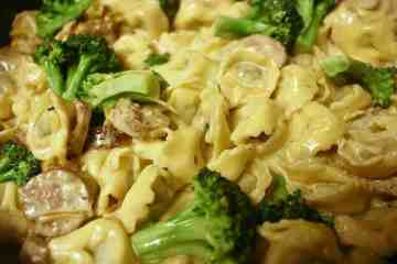 Sausage Tortellini Alfredo with Broccoli. Juicy sausage plays up this creamy tortellini alfredo with the delicious blanched broccoli adding the perfect healthy crunch.
