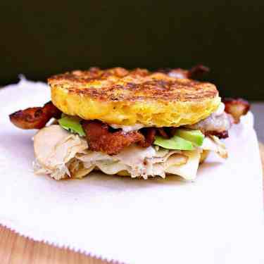 Low Carb Sandwich with turkey, avocado and bacon.