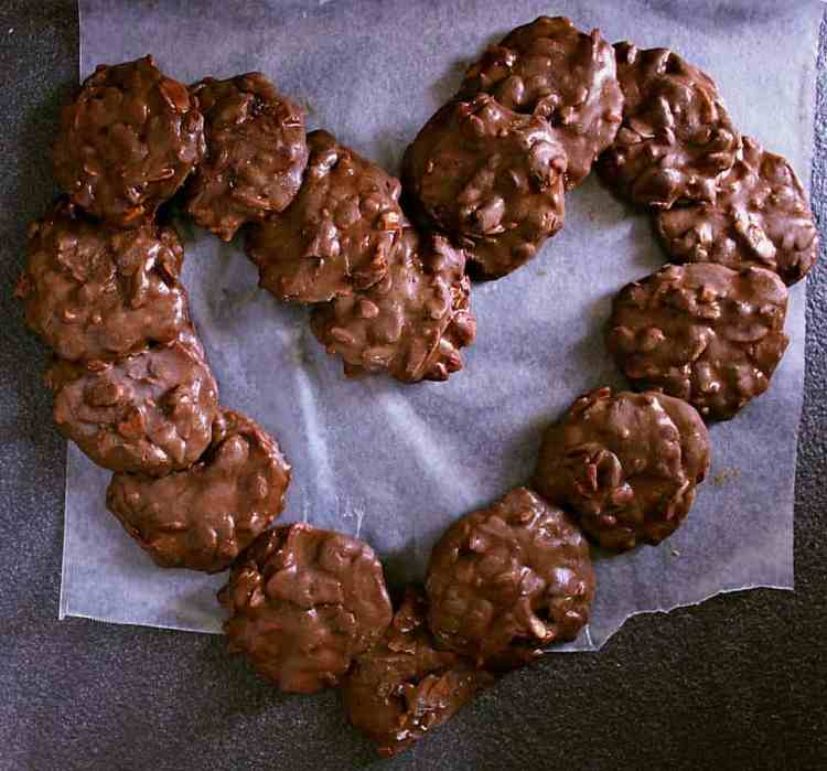 No need to tell your family that these AMAZING No Bake Cookies - Peanut Butter Chocolate Freezer Cookies are low carb! Yup, they are THAT GOOD!