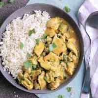Bowl of thai coconut curry chicken.