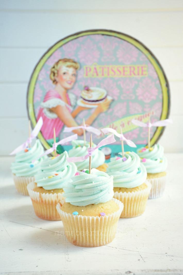 vanilla cupcake 12