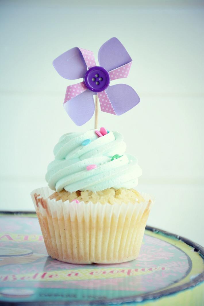 vanilla cupcake2
