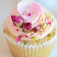 RECIPE || Rose & Pistachio Cupcakes