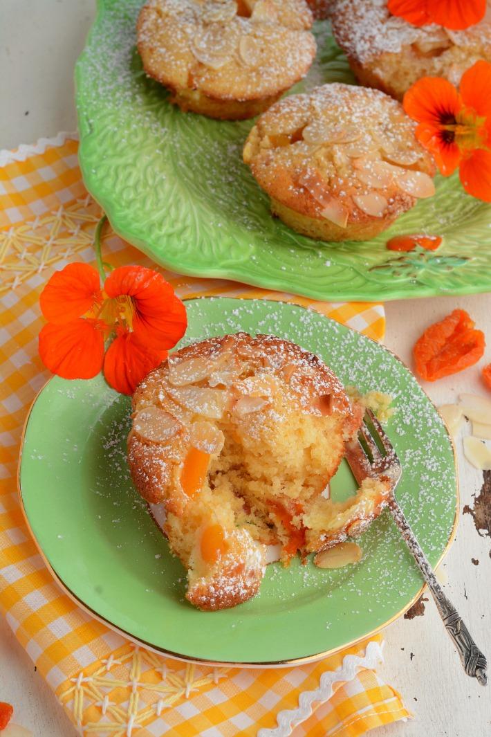 RECIPE || Apricot & Almond muffins