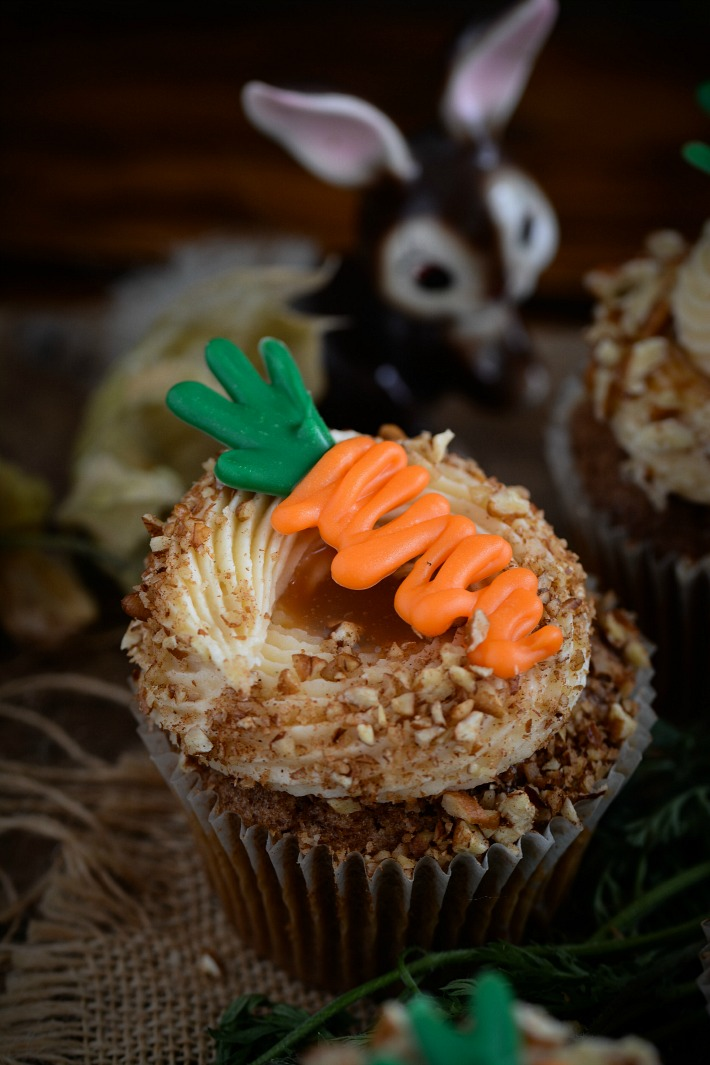 RECIPE || Carrot & Walnut Cupcakes w/ Caramel Buttercream