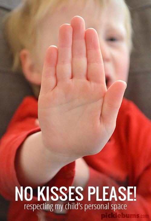 Nu pupați copiii dacă nu vor. Așa învață despre consimțământ