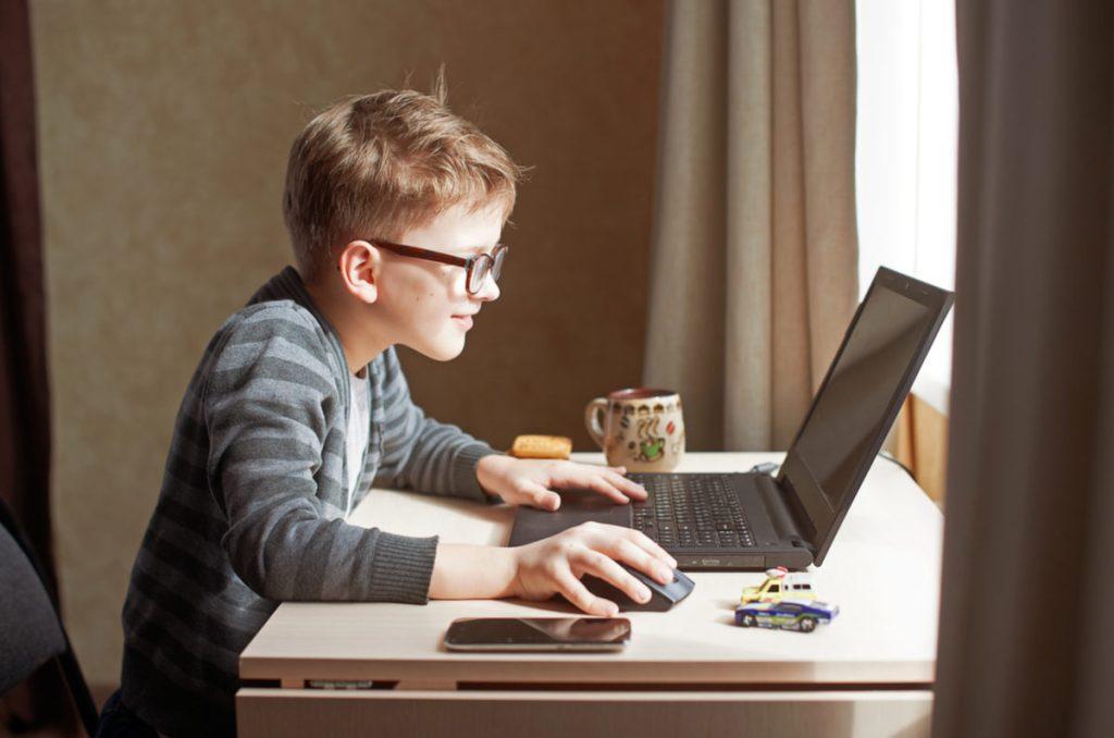 Educația copiilor a rămas (doar) în mâinile părinților