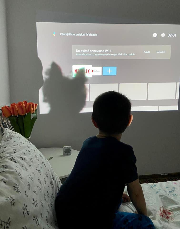 Cinci motive pentru care să ai propriul tău video proiector la tine acasă (P)