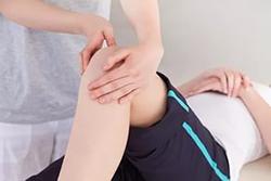Боль в ноге от бедра до колена причины у детей