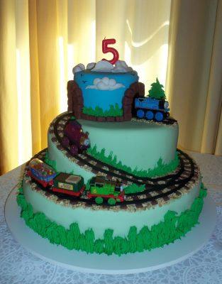 bolo thomas e seus amigos aniversário joao