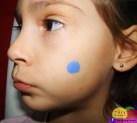 3º passo: faça uma bolinha azul no rosto