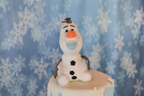 Detalhe do Olaf no bolo cenográfico