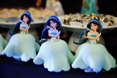 Por baixo da saia da Jasmine: maçãs!