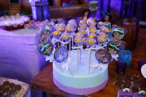 Suporte para os doces feito de isopor e pasta americana