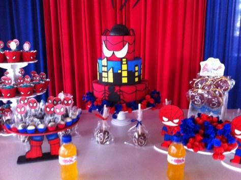 Mesa principal da festa Homem Aranha