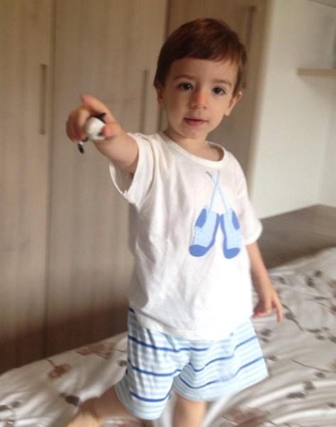 Serginho com pijama de menino da LW LoungeWear