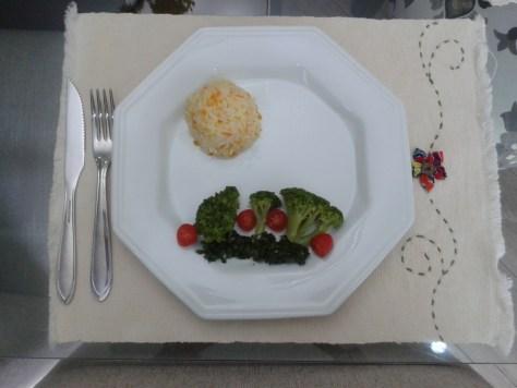 Prato saudável e atraente para as crianças
