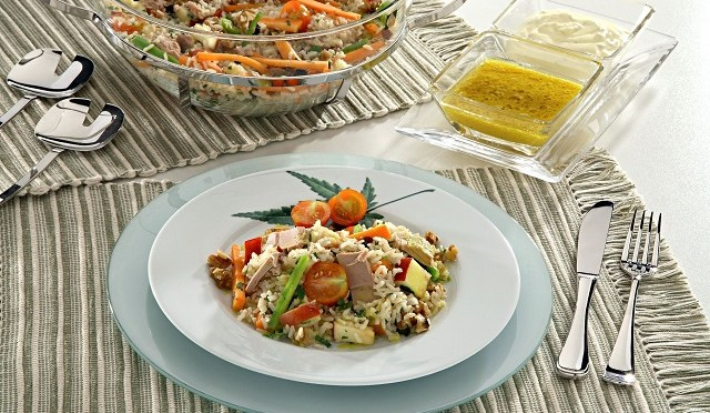 Salada de arroz integral e atum