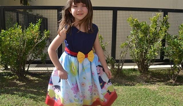 10 vestidos infantis de festa incríveis com personagens