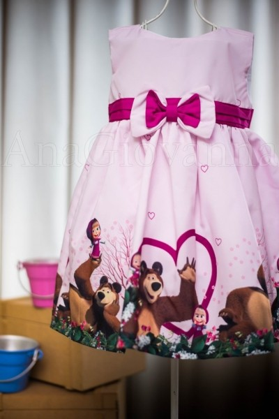 Vestidos infantis de festa Masha e o Urso
