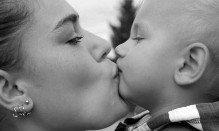 Doença do Beijo Afeta Principalmente Crianças