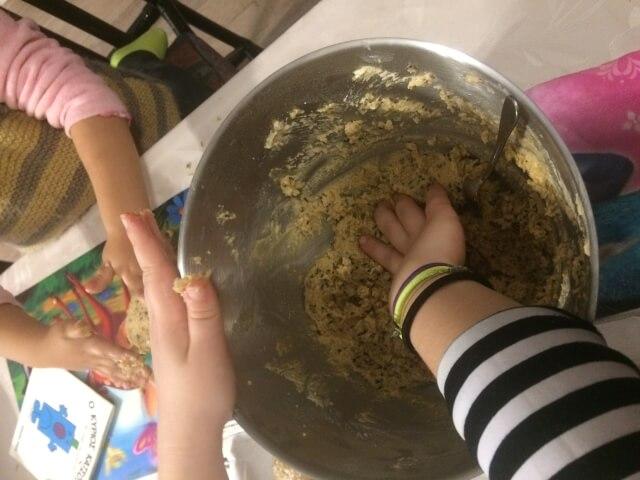 Φτιάχνουμε coocies με βρώμη και μέλι
