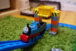 Thomas - Mega Bloks Thomas and Friends Zooming Along at Brendam Docks