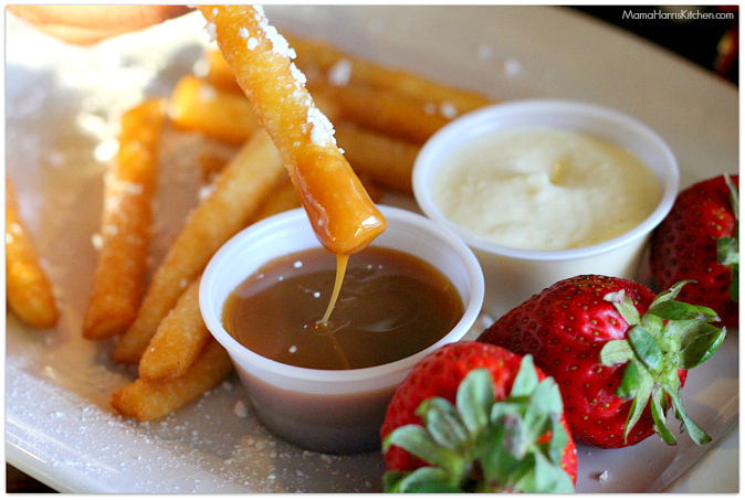 Survival Tips: Dining out with kids #BuffaloWingsAndRings #ad #cbias