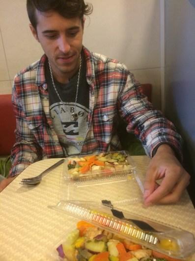 Almorzando comida casera en Mc