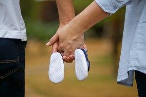 赤ちゃんに靴はいつから?サイズの目安は測り方と選び方を見てみよう
