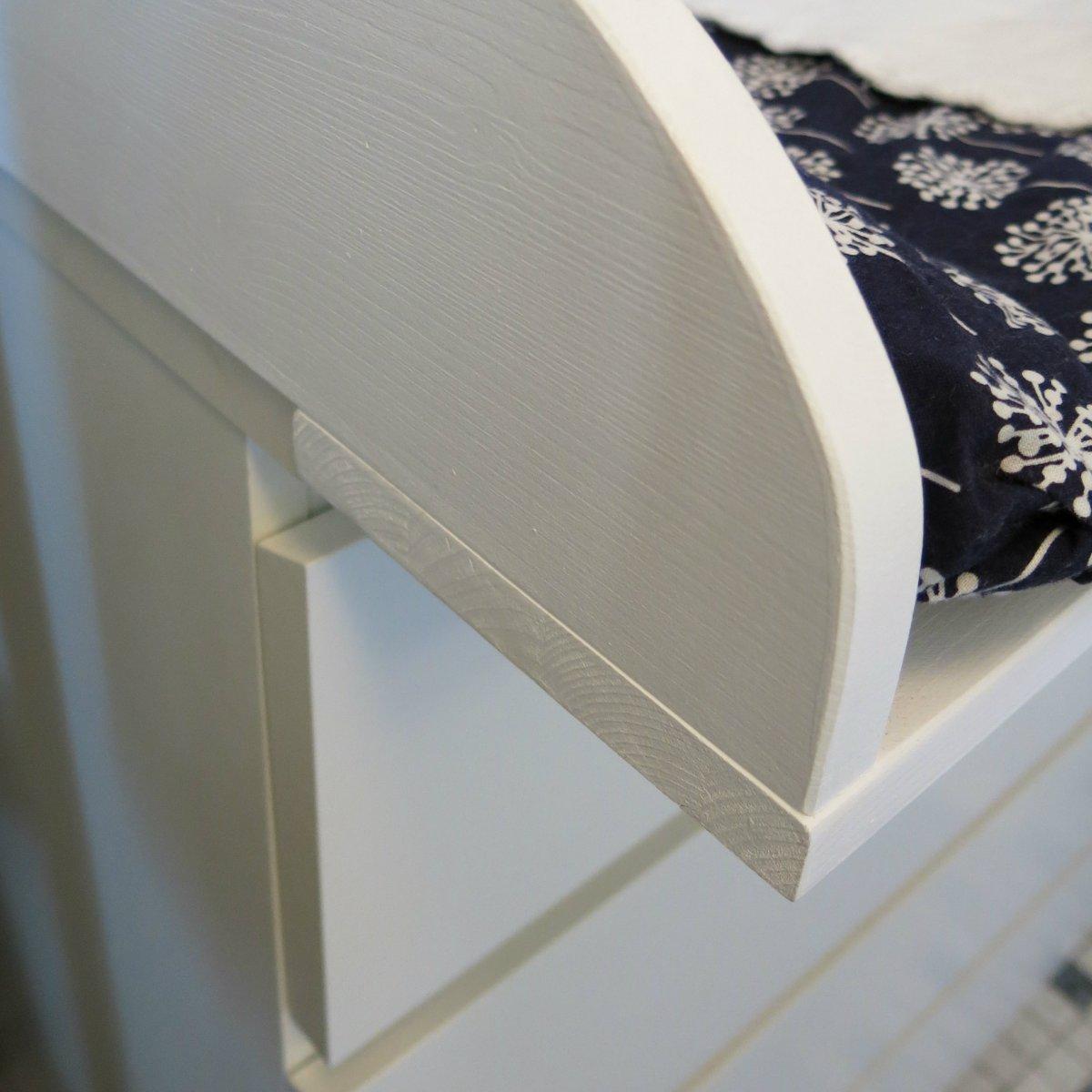 Die Ikea Malm-Kommode zur Wickelkommode umbauen