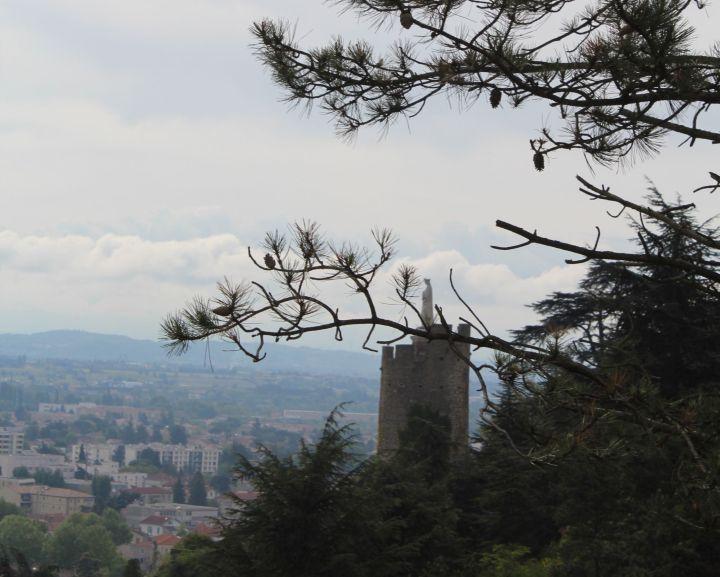 visiter Tournon sur Rhône : le sentier des Tours