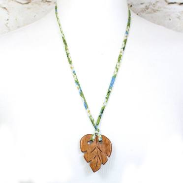LEAF PENDANT TEETHING NECKLACE ON GREEN LIBERTY CORD 2 - Palm leaf pendant apple wood teething necklace on green Liberty cord