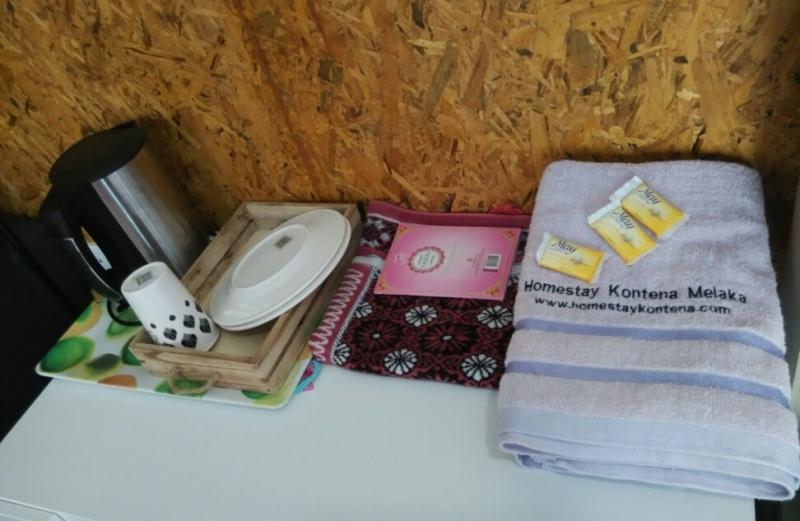 homestay_kontena_melaka_towel