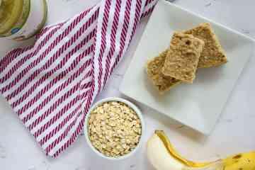 No Sugar Added Oatmeal Bars   mamaknowsnutrition.com