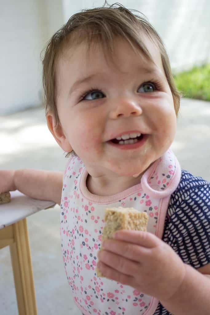 No Sugar Added Oatmeal Bars | mamaknowsnutrition.com