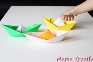 Papierschiffe falten und zu Wasser lassen