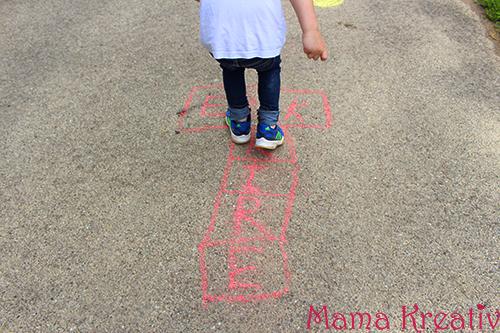 Wie beschäftige ich mein Kind? Top-10 Beschäftigungsideen für Kinder Beschäftigung Kinderbeschäftigung Basteln Spielen und Malen mit Kindern Experimente Spiele
