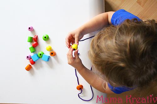 feinmotorik spiele für kleinkinder fädelspiel selber basteln