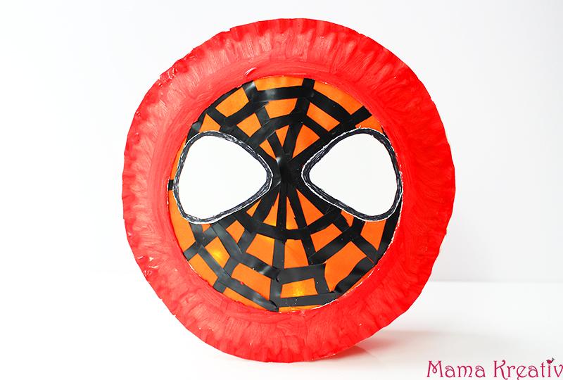 laterne aus papptellern selber basteln spiderman