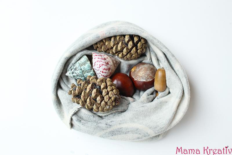 Basteln mit Kastanien für Kinder: Fühlsäckchen mit Naturmaterialien Montessori